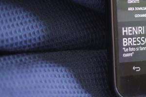 Realizzando siti internet completamente responsive, bisogna che il sito sia leggibile e navigabile interamente anche sui dispositivi smartphone e tablet. Qui close-up della visualizzazione del cellulare di fotopiccinni.com