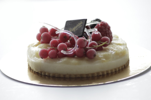 Un dolce su un tavolo tratto dal catalogo fotografico per signorini