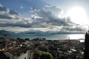 Foto paesaggistiche per Centro Benaco di Castiglione delle stiviere. Qui rappresentata Desenzano dal Castello